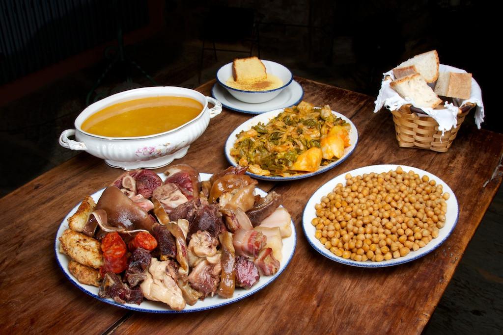 Cocido maragato, una de las especialidades típicas de León